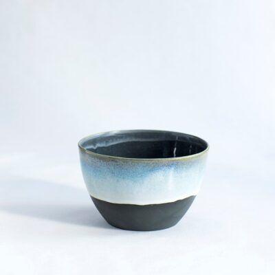 lille skål bå og sort håndlavet keramik København Lena Pedersen porcelæn