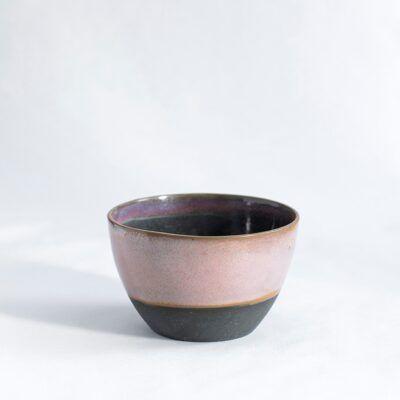skål mellem høj i lyserød og sort håndlavet keramik Lena Pedersen København porcelæn