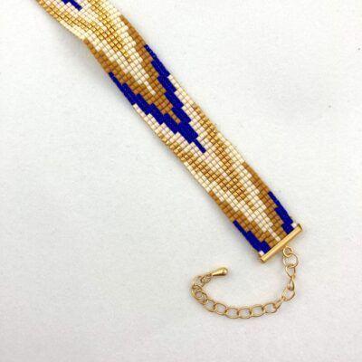 Kulørt perlearmbånd med 11 rækker vævede miyuki-perler. Dansk design fra Perlighed.